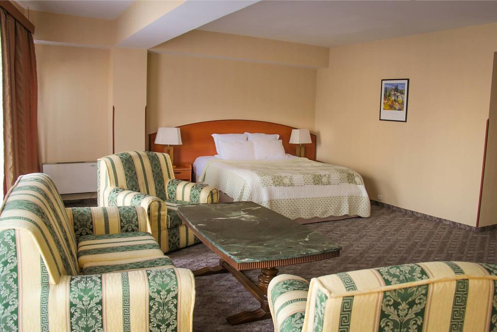 .Primavera Hotel