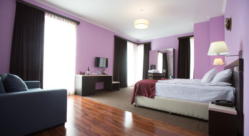 Terrace Alabari Log Inn hotel.room