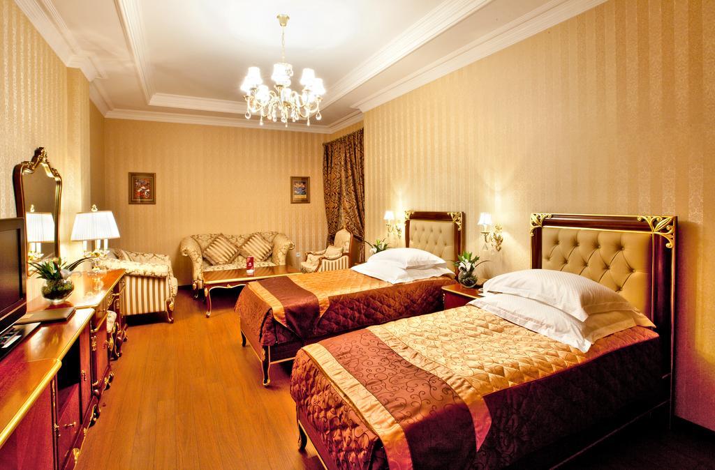 SHAH PALASE Hotel.room