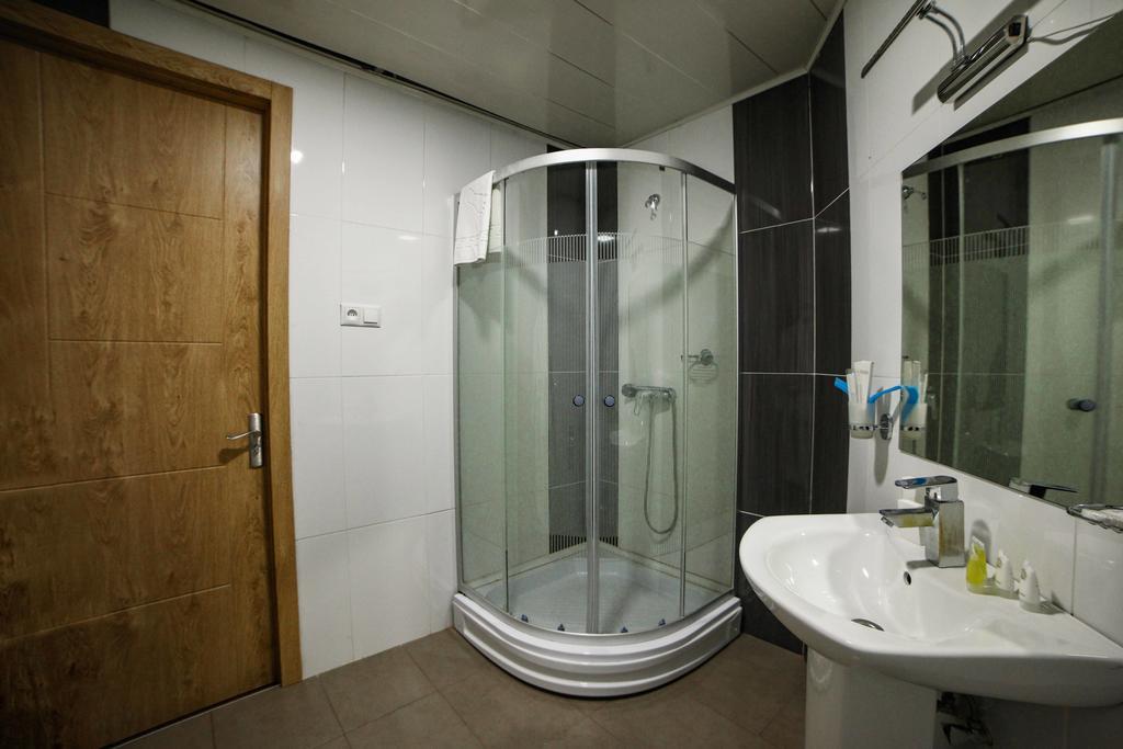 City Plaza. Bathroom