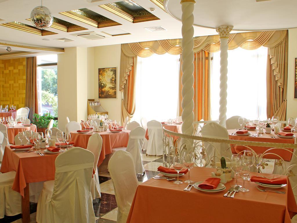 Cron Palace hotel.   Restaurant