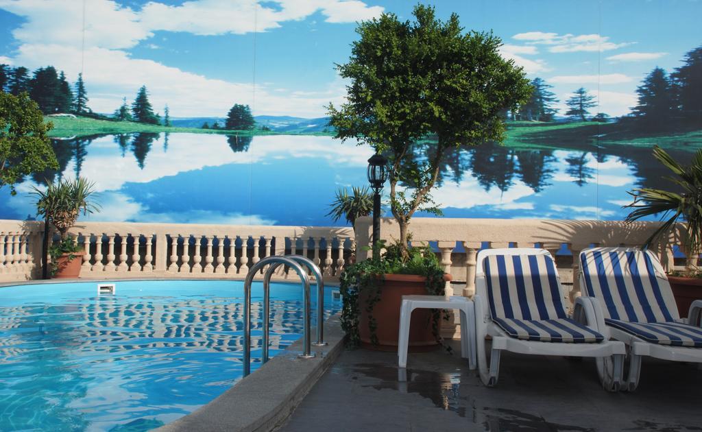 vere palce hotel.pool