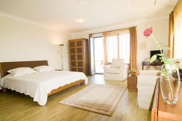 Beaumonde Garden Hotel.  twin room