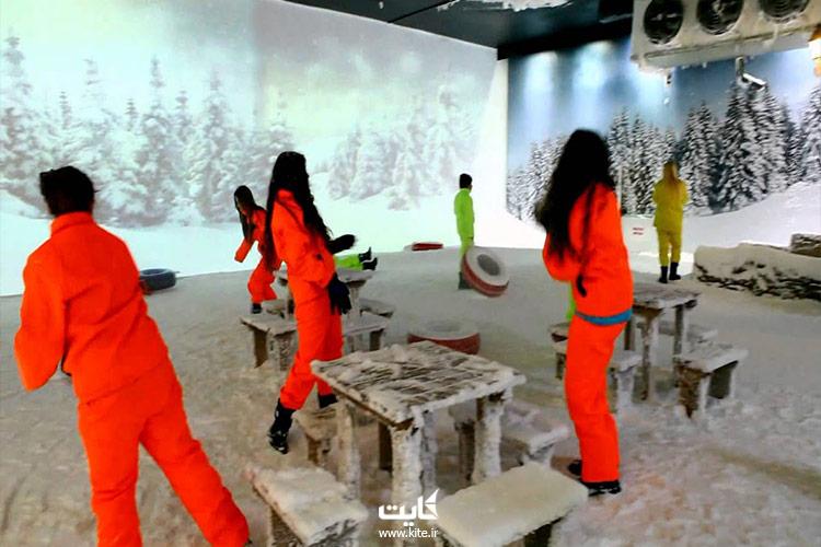 ایجاد-گلولههای-برفی-در-موزه-اسنو-ورلد-آیس