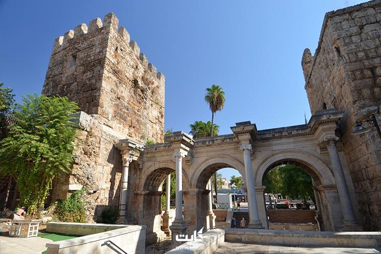 دروازه-هادریان