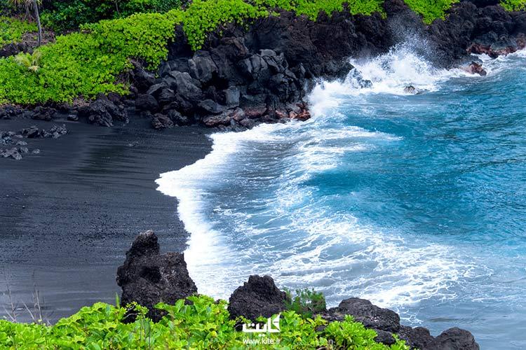 ساحل-شنی-سیاه-از-بهترین-سواحل-لنکاوی