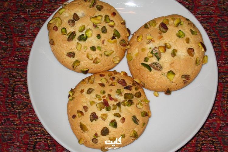 شیرینی-بادامی-از-سوغات-قزوین