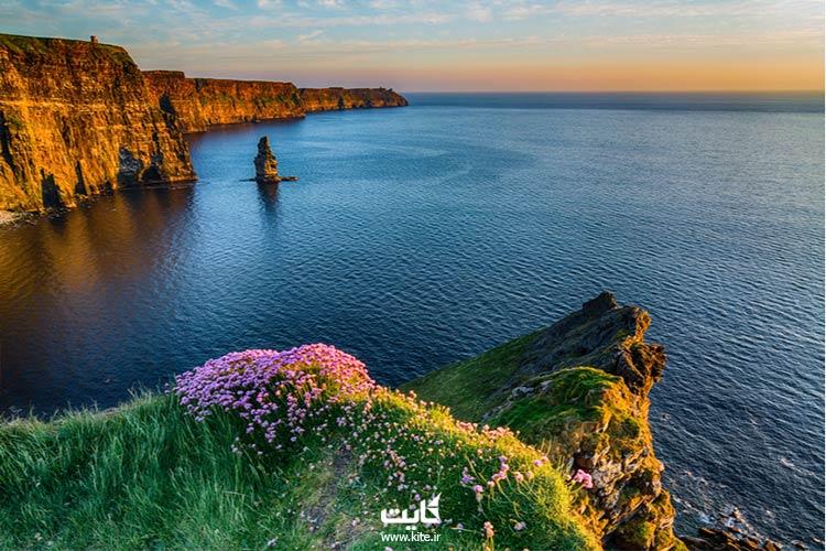 قدم-زدن-در-سواحل-صخرهای-ایرلند