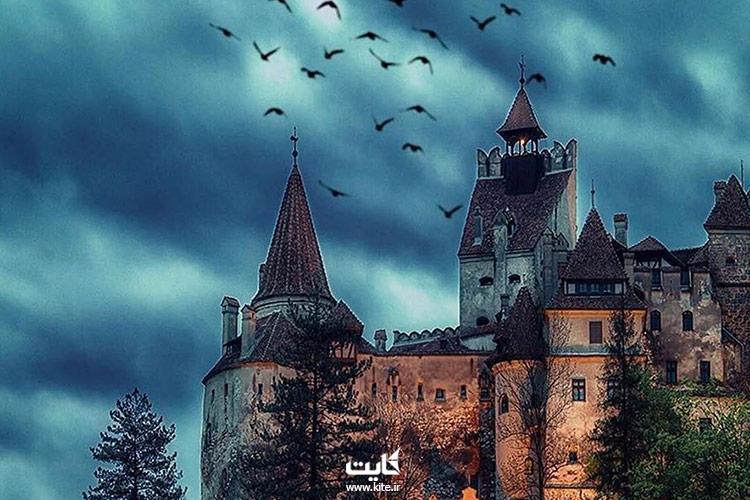قلعه-دراکولا-رومانی-در-شب