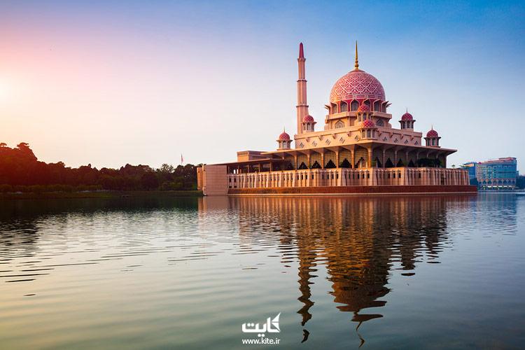 مسجد-صورتی-در-پوتراجایا-مالزی