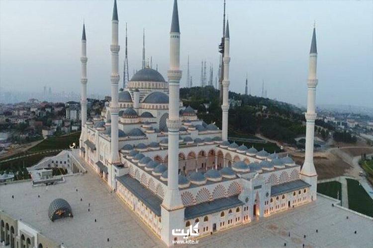 دیدن شکوه مسجد چامیلیجا در تور استانبول
