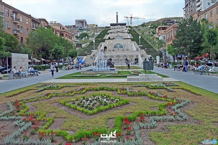 کاسکاد پارکی معروف به 1000 پله در تور ارمنستان