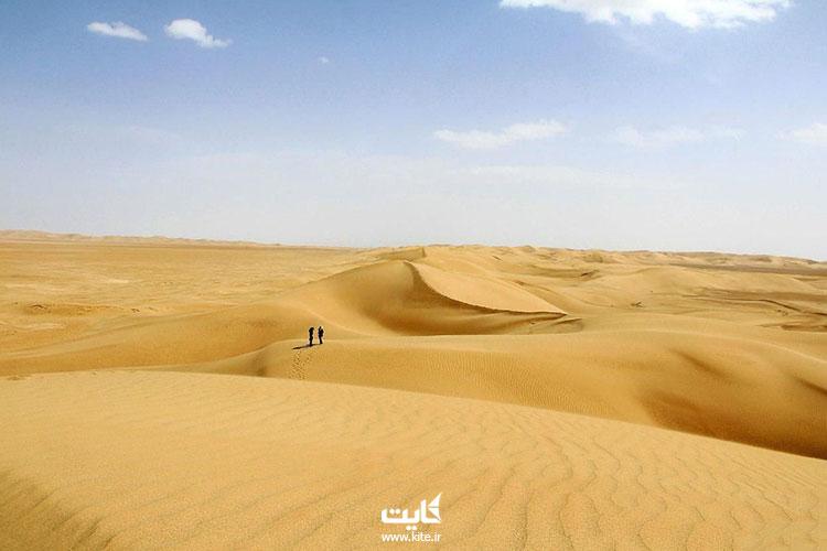 کویر ورزنه از بزرگ ترین کویرهای ایران