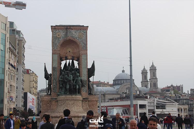 یادبود جمهوریت میدان تقسیم استانبول