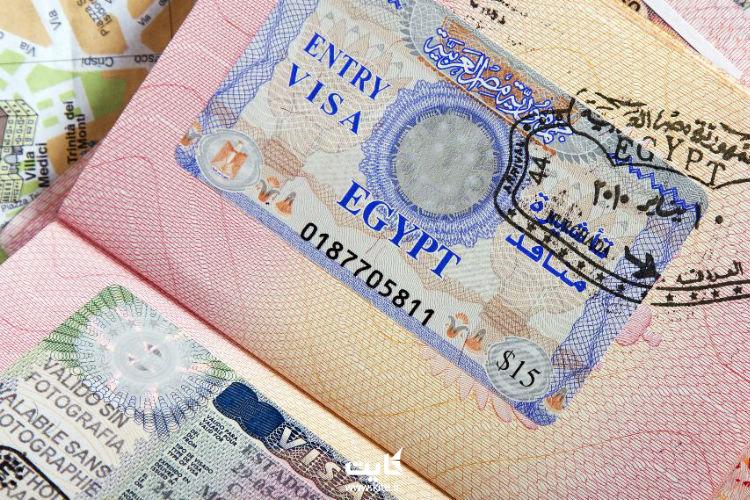 اگر دوست دارید به کشور مصر سفر کنید و دارای پاسپورت ایرانی هستید، در حال حاضر تنها راه آن دریافت ویزای تجاری این کشور است. برای دریافت ویزای تجاری باید از طرف یک شرکت معتبر مصری دعوتنامه داشته باشید. علاوه بر این، شرکت موردنظر باید متعهد شود که تمام مسئولیتهای سفر شما، از جمله اقامت، بیمه و ...  را برعهده خواهد گرفت. در غیر این صورت قادر به دریافت ویزای این کشور نخواهید بود.