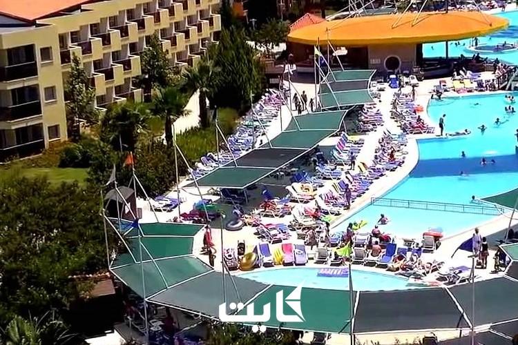 هتل آکوا فانتزی کوش آداسی چه خدماتی را به مسافران خود ارائه میدهد؟
