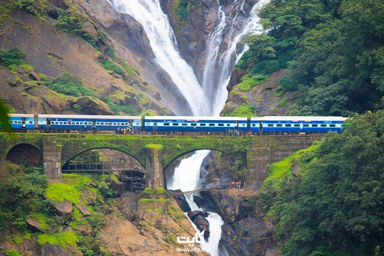پیادهروی طولانی تا آبشارهای دادسیگر در گوآ