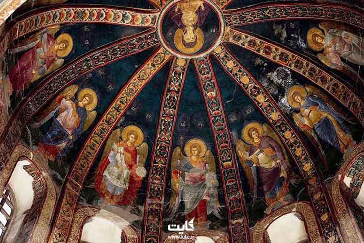 تصویری از نقاشی های سقف کلیسا کورای استانبول