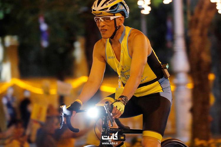 پادشاه تایلند در حال دوچرخهسواری