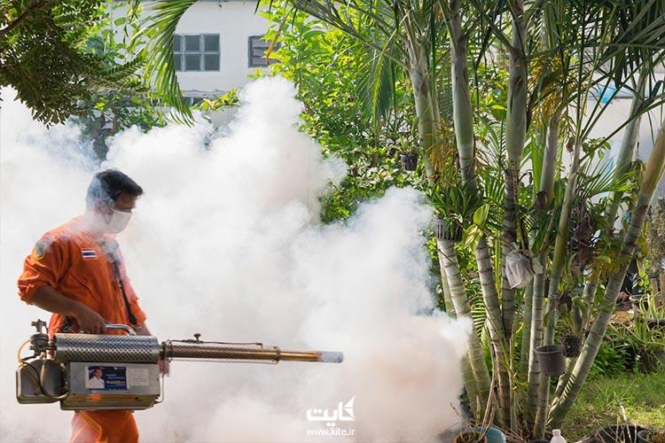 سمپاشی برای از بین بردن پشه مالاریا