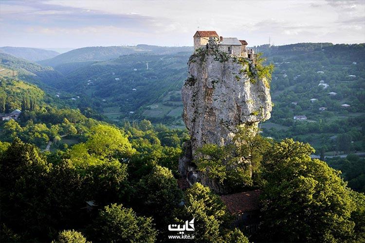 کلیسایی از صخره در گرجستان: