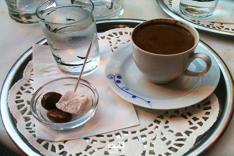 کافه نیازی بیز ترک در محله کادیکوی