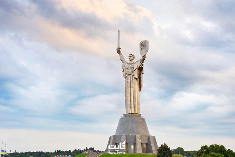 مجسمه مادر اوکراین