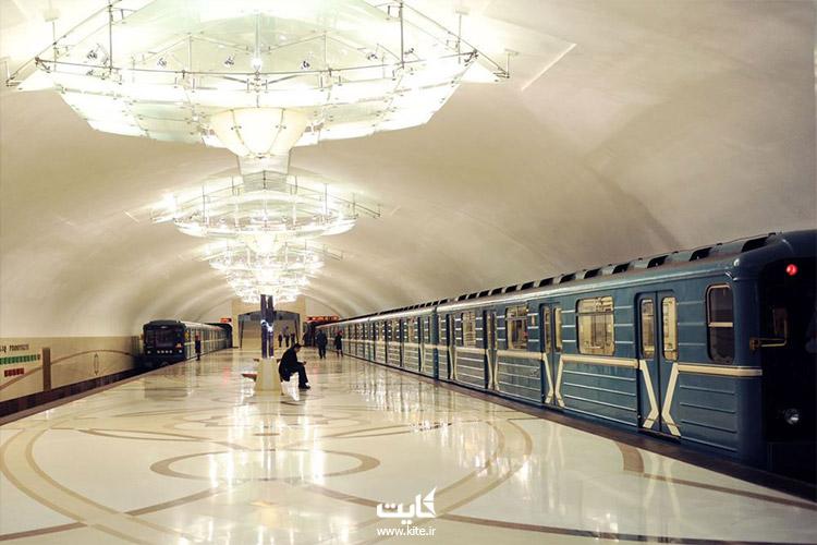 مردم در متروی باکو