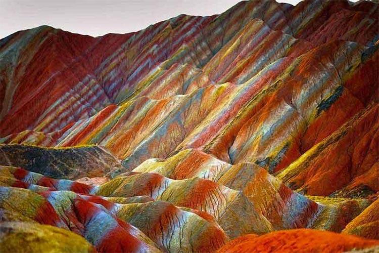 کوه های رنگین کمانی هرمز