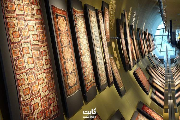 نمای داخلی از فرشهای موزه ملی فرش آذربایجان در باکو