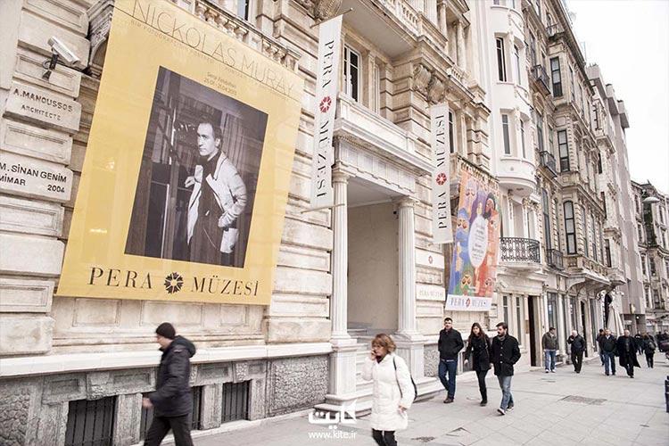 تماشای اثار تاریخی در موزه پرا استانبول