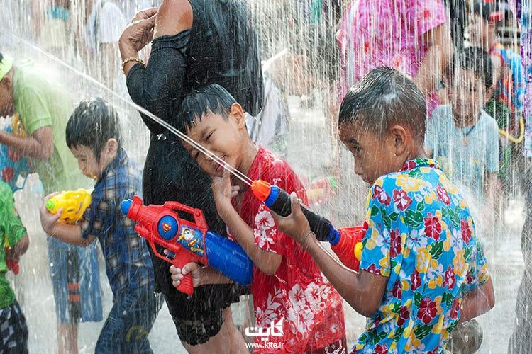شادی بچه ها در جشن آب تایلند