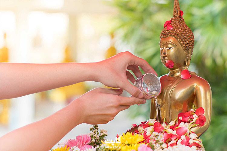 مراسم شستشوی مجسمه بودا در جشن آب تایلند