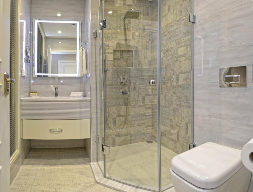 City Avenue. Bathroom