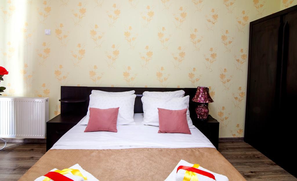 Elegance Hotel.twine room