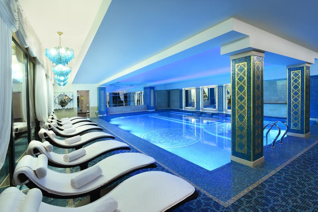 Ambassadori hotel.pool