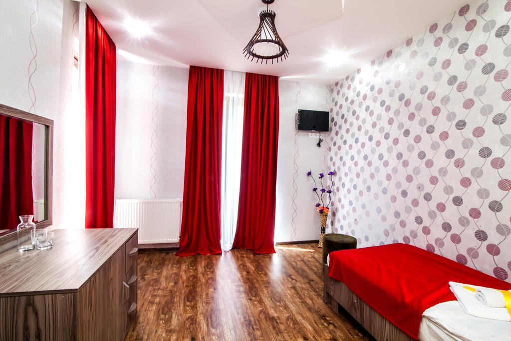 Elegance Hotel. room