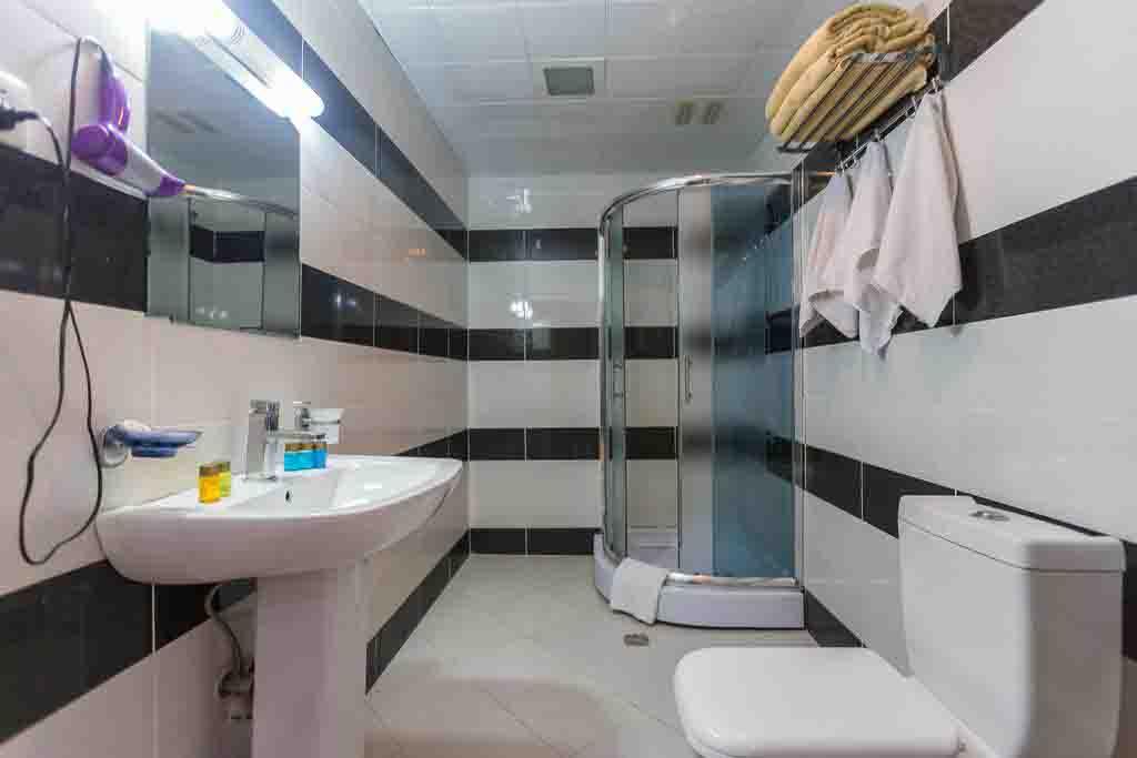 SHARQ Hotel. Barhroom
