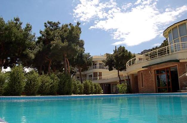 Beaumonde Garden Hotel.  Pool
