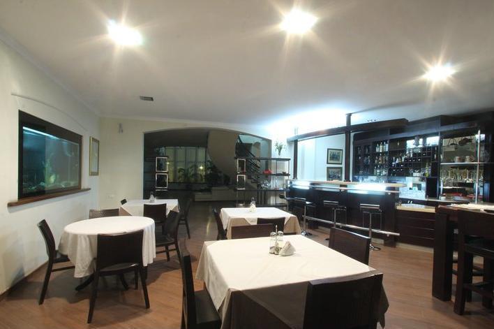 Beaumonde Garden Hotel. restaurant