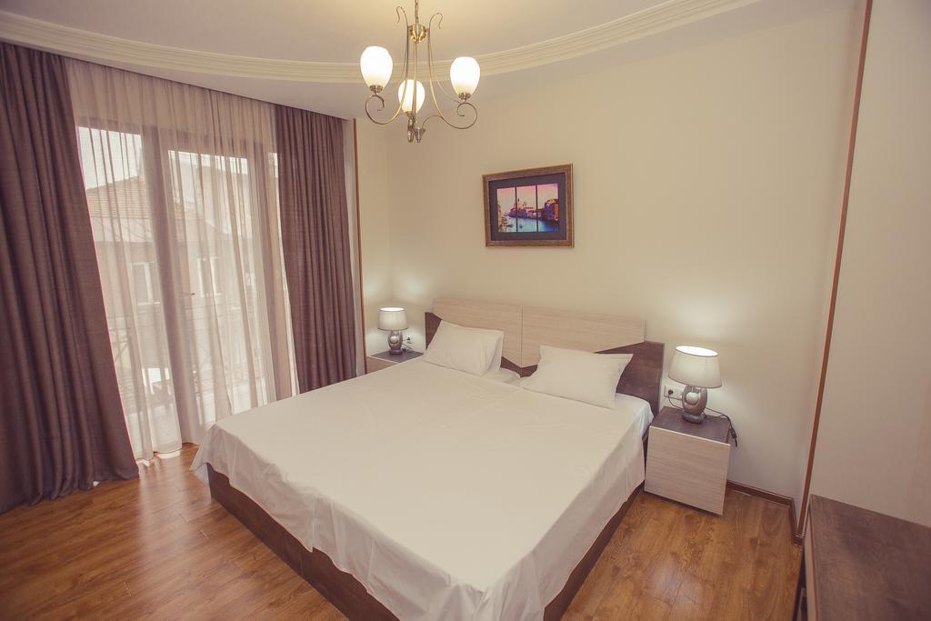 Big Bay Hotel. twin room