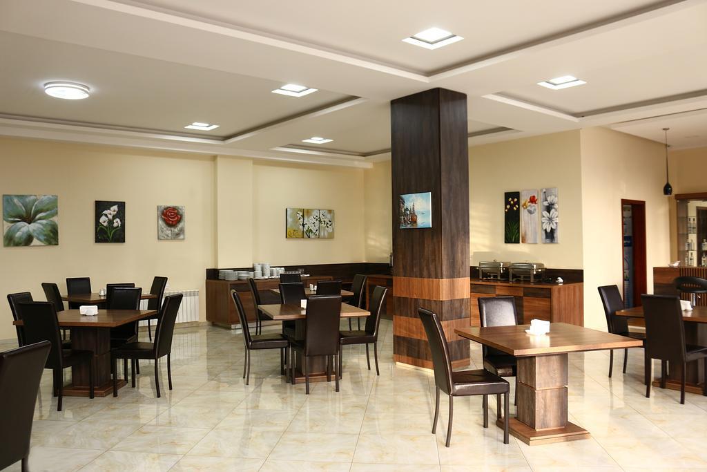 ٌٌWhite House Hotel.restaurant