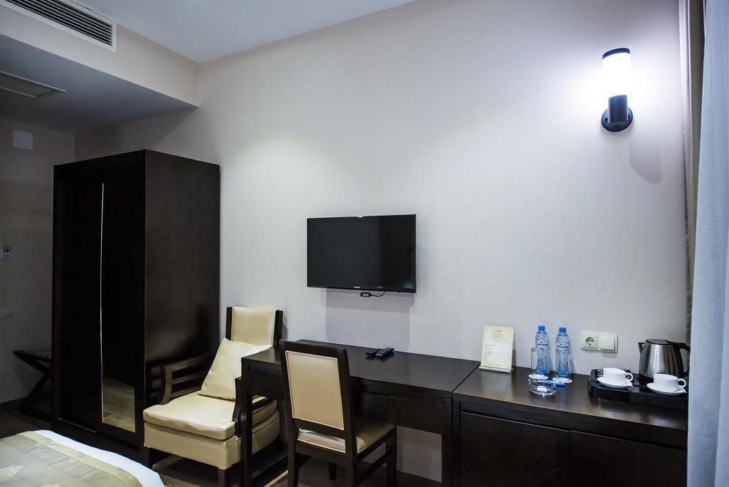 Tibilisi Inn hotel. room