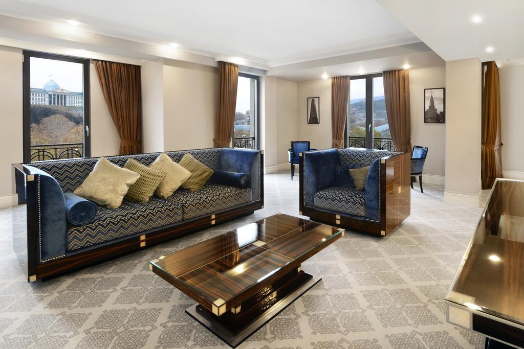 Ambassadori hotel.Room