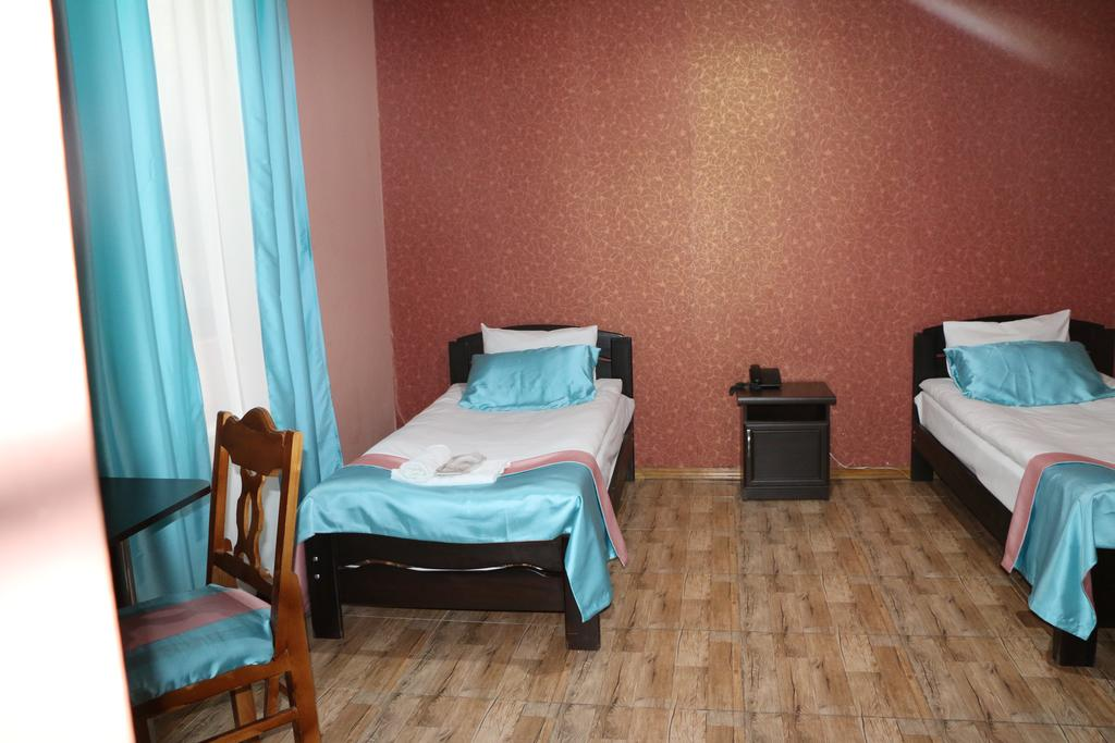 Dejavu.Hotel.room