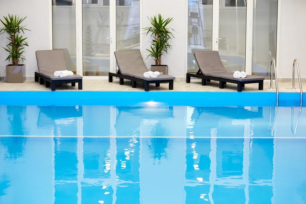 Cruise Hotel.pool