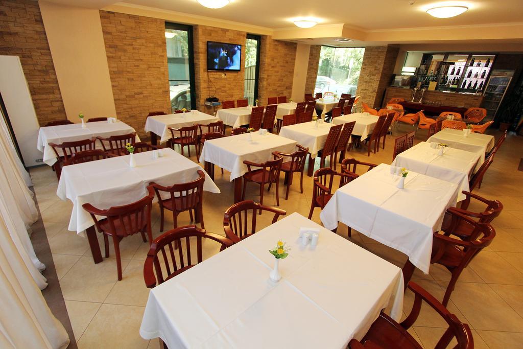 Batesta Hotel.  Restaurant