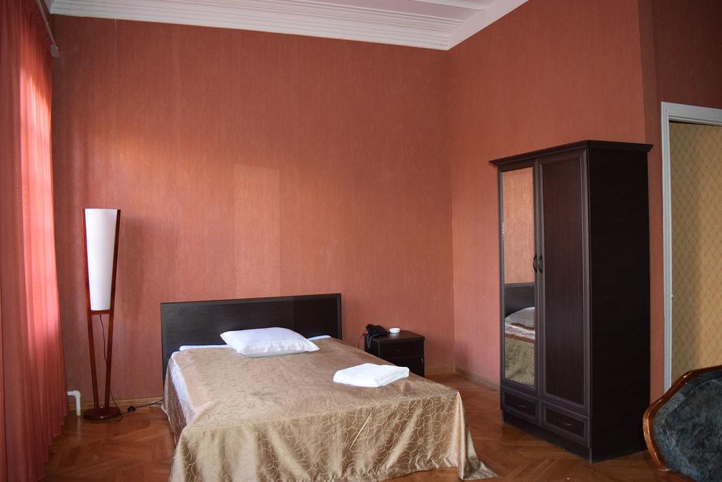Garden Hotel.  room