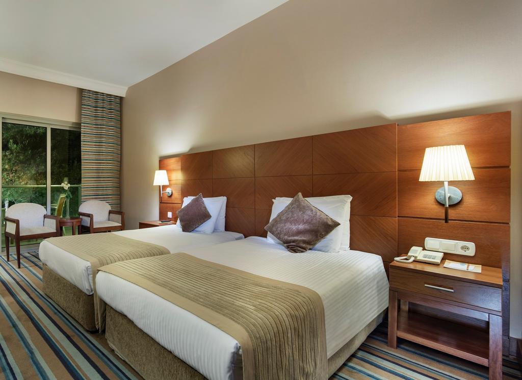 Pine Bay hotel.room