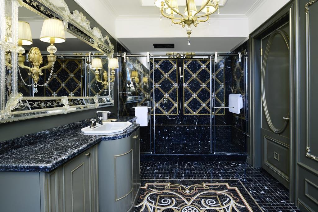 Ambassadori hotel. Bathroom